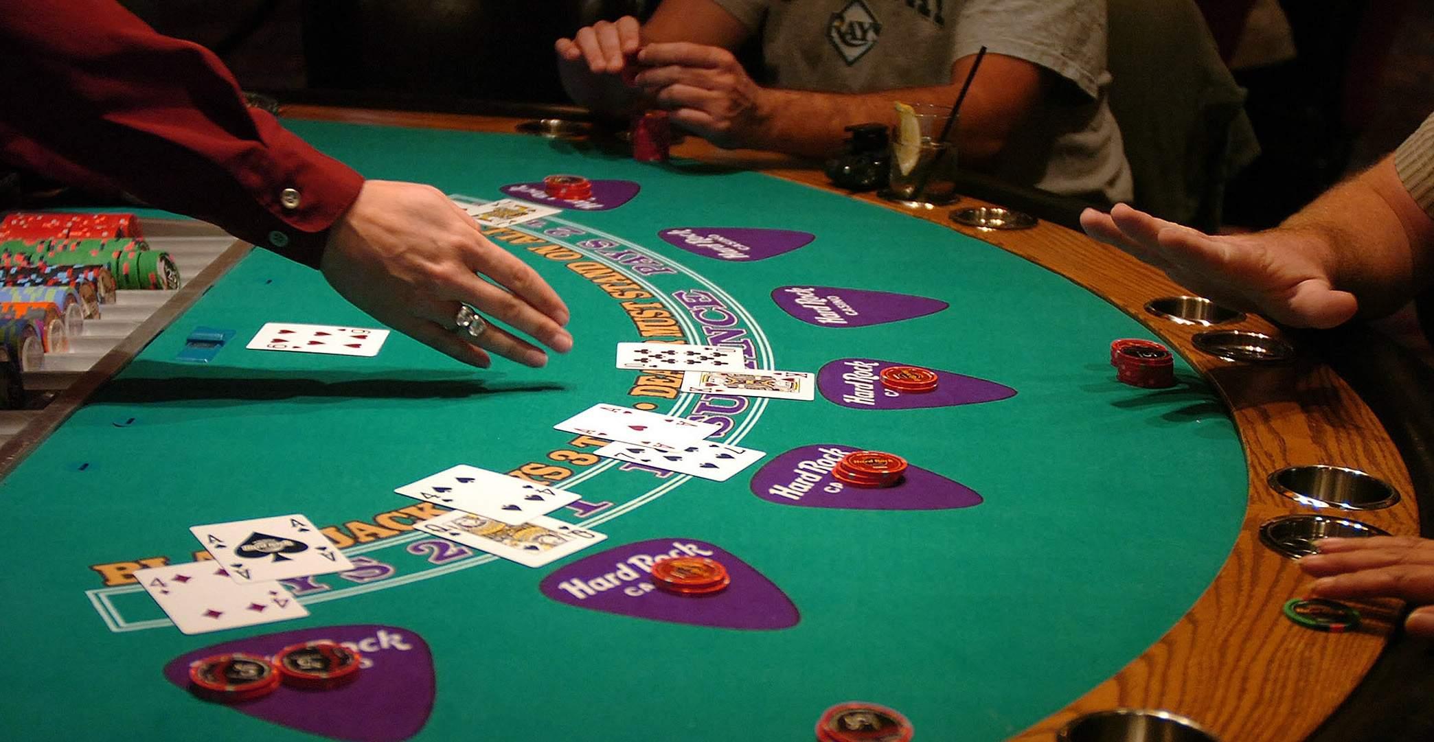 Blackjack, un jeu de casino à la fois simple et complexe