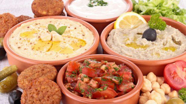 Consulter internet pour trouver des recettes de cuisine